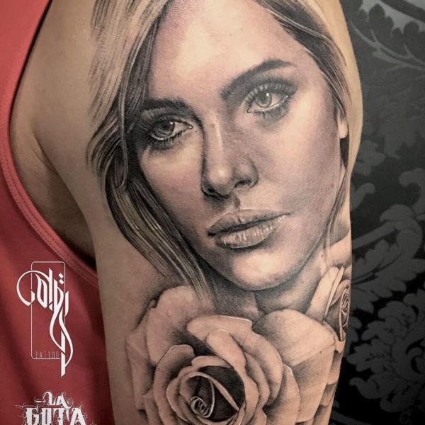 tatuaje-retrato-rosa