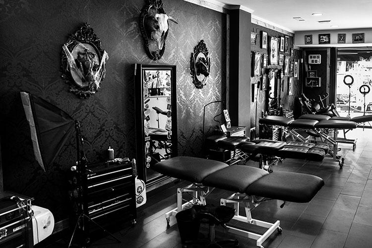 Tatuadores La Gota Negra