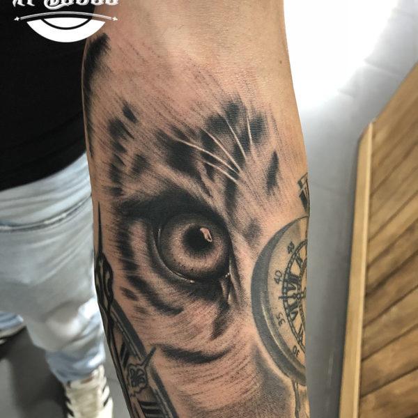 Tatuaje de ojo de tigre